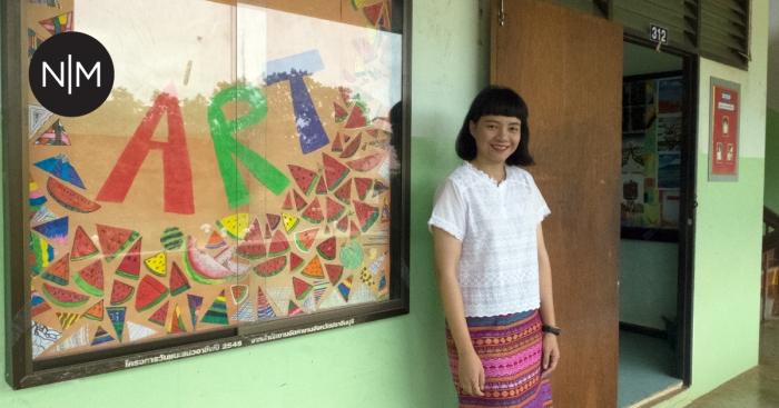 ปภาวี ศรีอยู่ – ครูผู้สอนศิลปะ และนักเรียนที่กำลังเรียนรู้เรื่องชีวิตและงาน